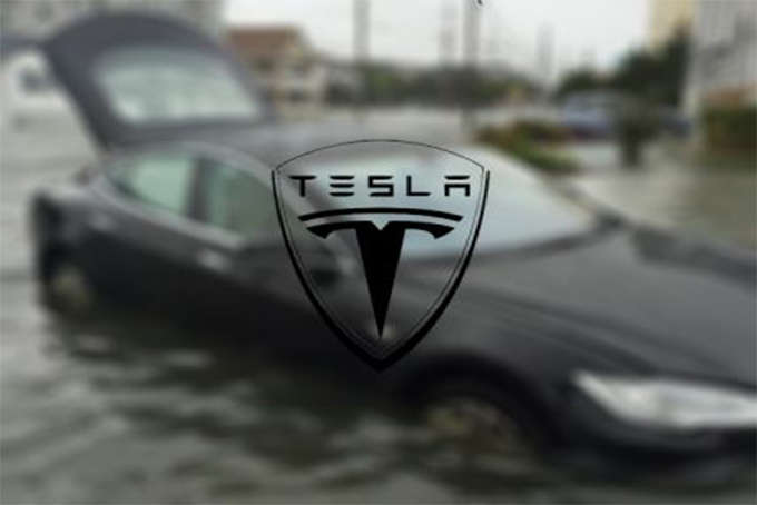 Tesla Model S yüzebiliyor mu ? (Video)